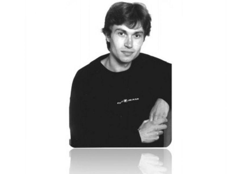 Евгений Ларионов